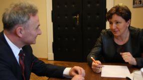 Podpisanie umowy o dopłatach żłobkowych