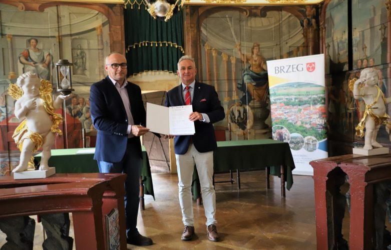 Podpisanie Umowy Na Elementy Wyposa Enia Historycznych Sal Ratusza