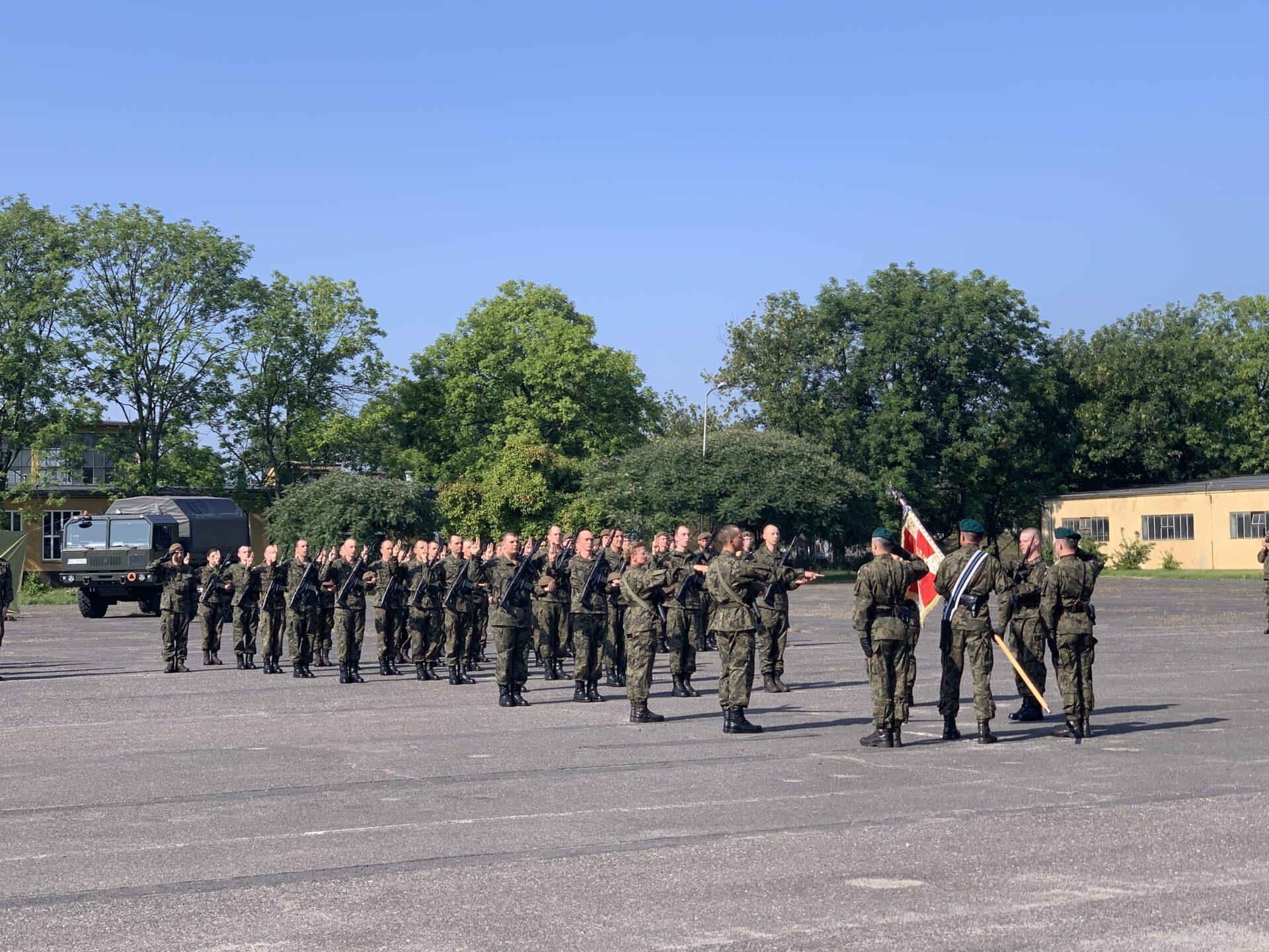 Przysięga wojskowa na terenie brzeskiej jednostki wojskowej