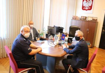 Spotkanie burmistrza Jerzego Wrębiaka z przedstawicielami Komendy Powiatowej Policji