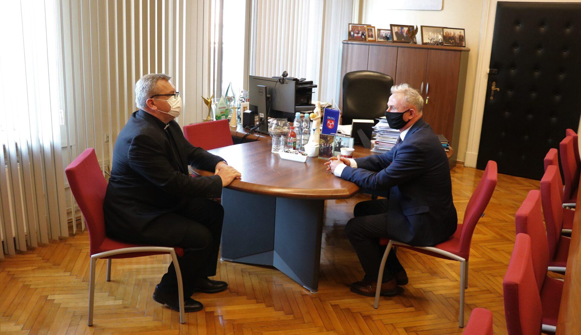 Spotkanie Burmistrza Brzegu z Proboszczem Parafii p.w. św. Krzyża w Brzegu