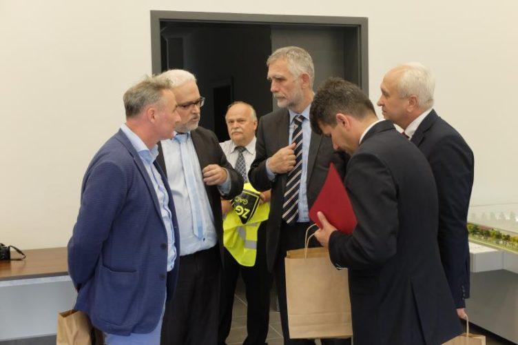 Minister Rodowiska Odwiedzi Sk Adowisko W Ga I Spotka Si Z Burmistrzem Brzegu