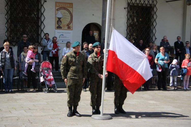 Dzie Flagi W Brzegu